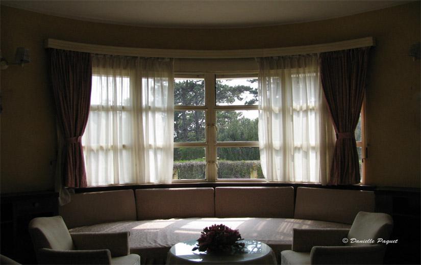 Salon fenetre lumiere maison decor ambiance quebec for Lumiere salon decoration